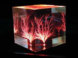 Cube lit by LP3 - Red